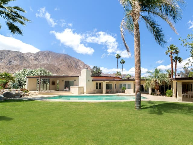 Luxury Private Home at the foot of the Mountain Range and golf course